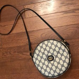 Vintage Gucci crossbody/shoulder